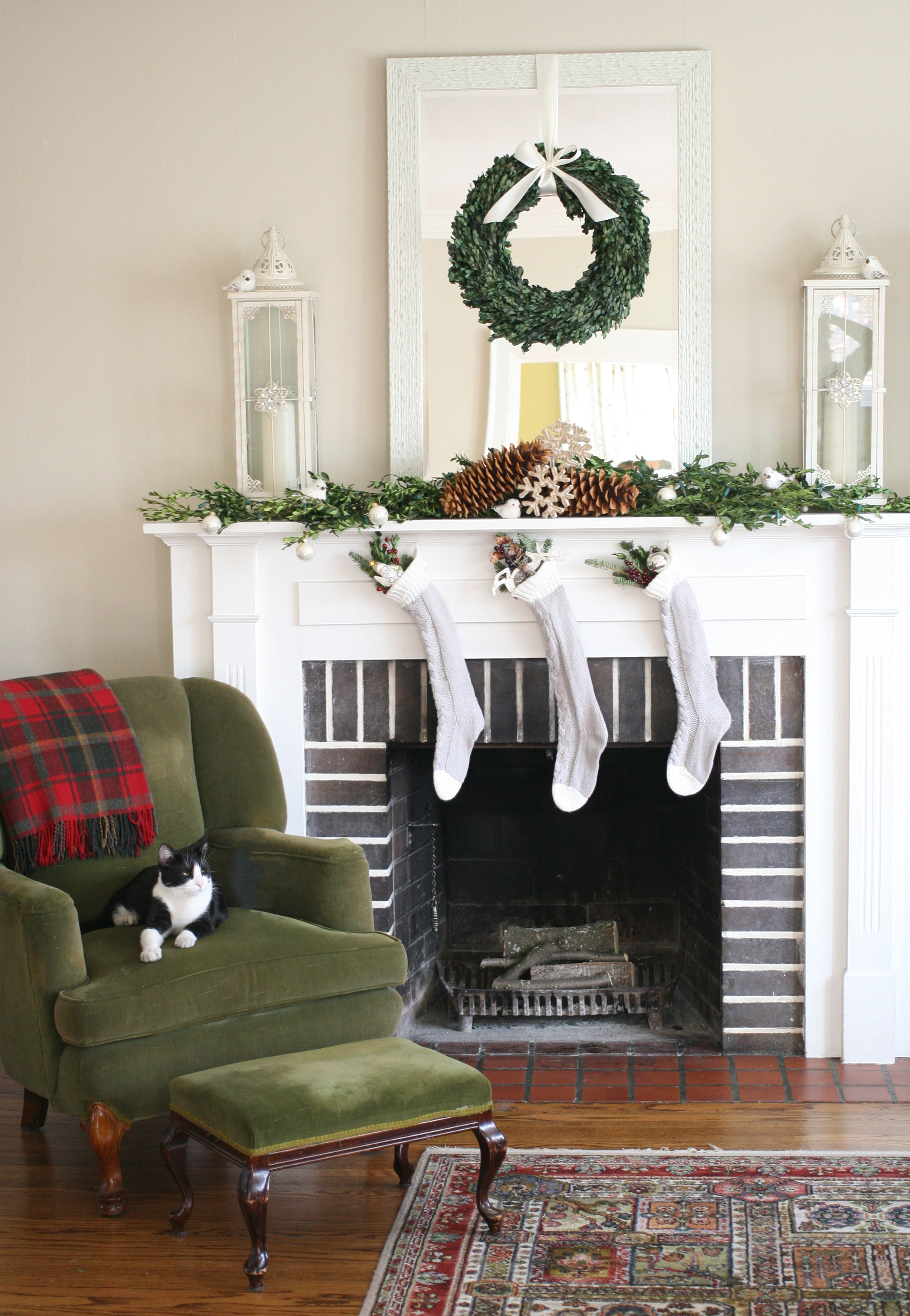 mantel-green armchair & dash-1