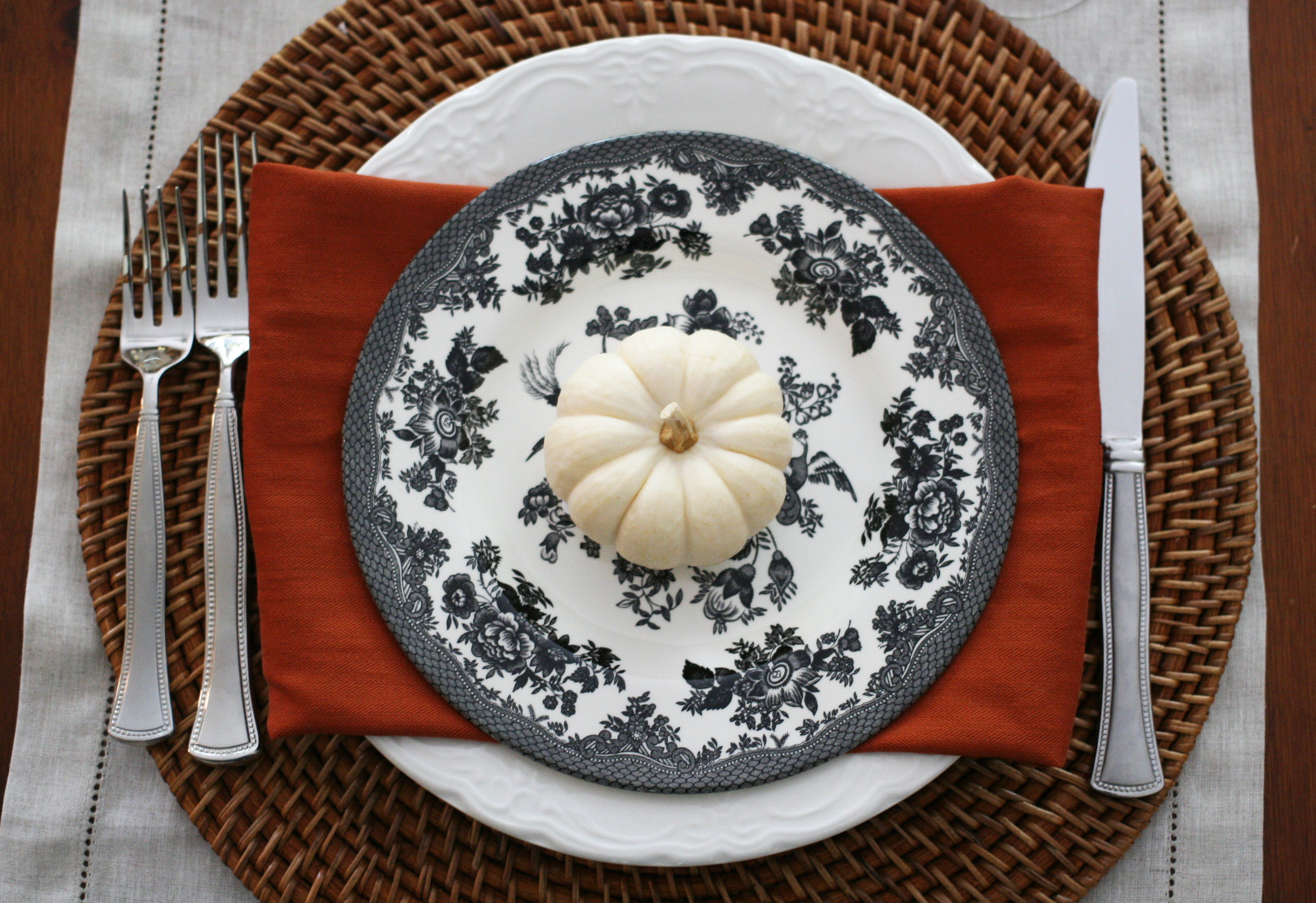 place setting-orange napkin