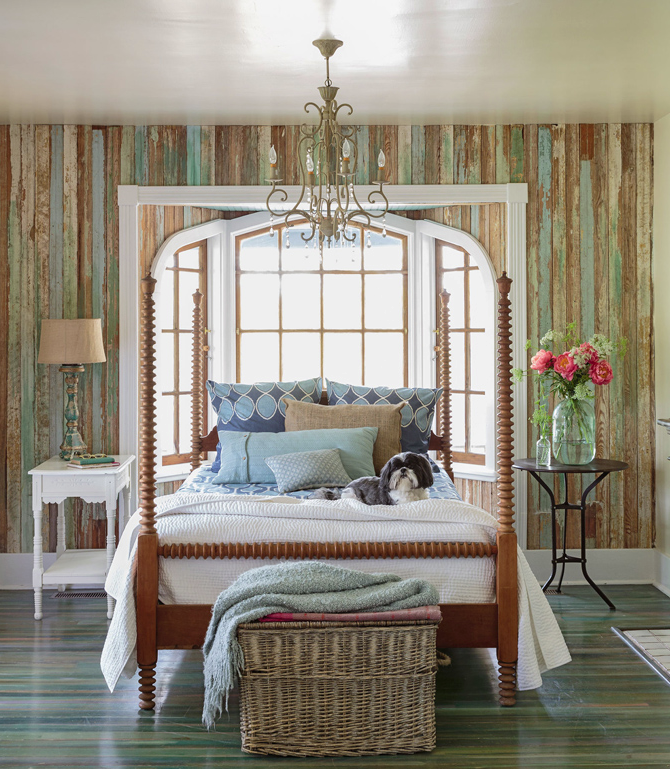 reclaimed wood wall-houseofturquoise.com
